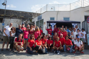"""La flotta Meteor di Napoli veste """"una maglietta rossa"""""""